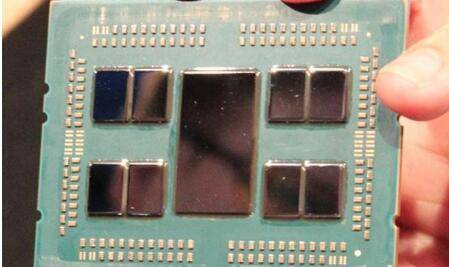7nm下仅240W TDP AMD 64核霄龙处理器能效惊人